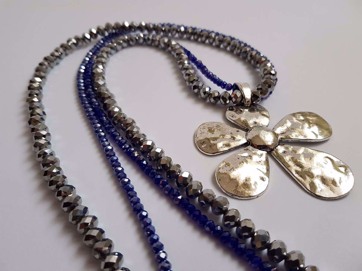 Picture of Crystal Beads Necklace with big  metal silver colored star Handmade