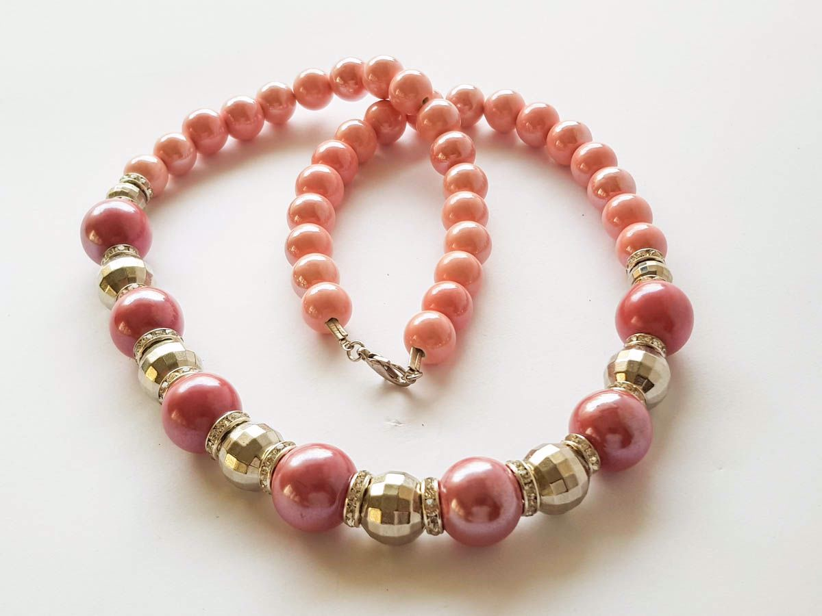 Εικόνα της Woman's Necklace with ceramic beads, metallic colored plastic beads. Handmade Dark Pink